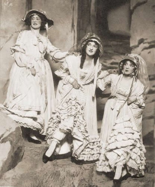 Catherine Ferguson (Kate), Nellie Briercliffe (Edith), and Ella Milne (Isabel) in a 1920 production of Pirates of Penzance.