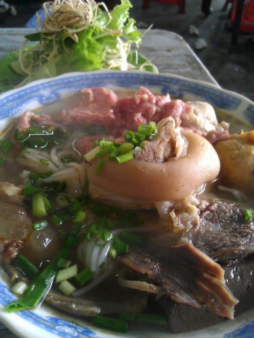 Bun bo Hue - Hue beef vermicelli noodle soup