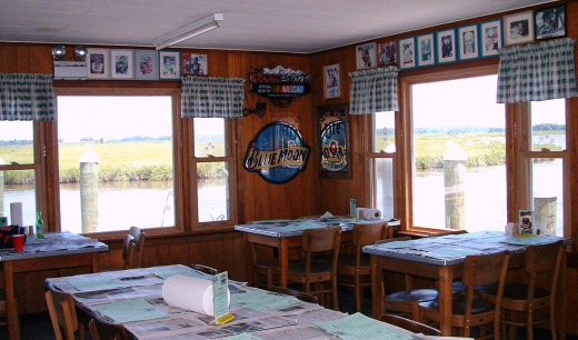Main dining room overlooking the Leipsic River and Bridge.