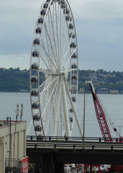 Seattle's new waterfront ferris wheel