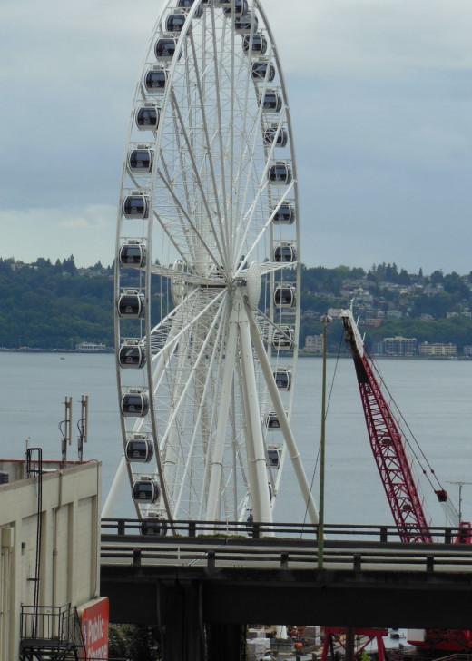 Seattle's new waterfront ferris wheel
