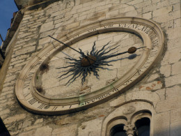 This 24-hour clock was a wonder in its day, added in the 14th century to the already existing church Our Lady of the Bell located on the west wall of the palace.  Facing the town square or Piaca, it is a pearl of early Renaissance structures.