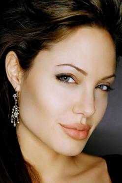 Angelina Jolie - Queen of Hearts