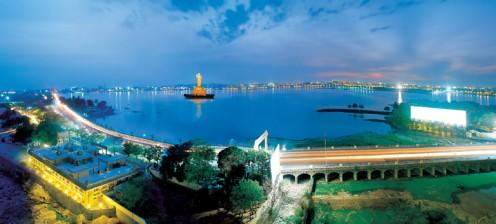A view of Hussainsagar
