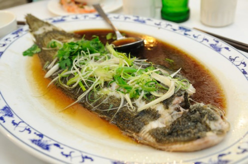 How to steam fresh fish in a rice cooker for Chinese steamed fish