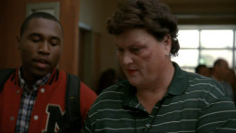 Coach Beiste comes to school with a very visible black eye.
