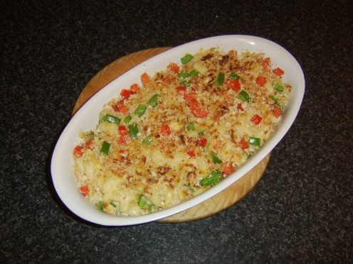 Mac and cheese with a crisp and crunchy bell pepper and breadcrumb crust