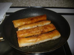 Fry Pedia´s Spring Rolls in a medium heat in a frying pan or a friteuse.