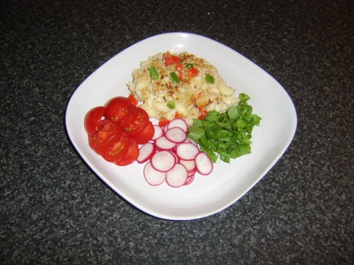 Homemade mac and cheese with crispy bell pepper crust, tomato, radish and rocket/arugula