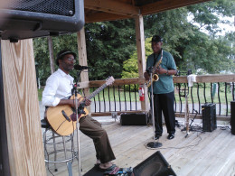 Bruce Anthony and Jerry Blake perform some smoothe jazz during brunch.