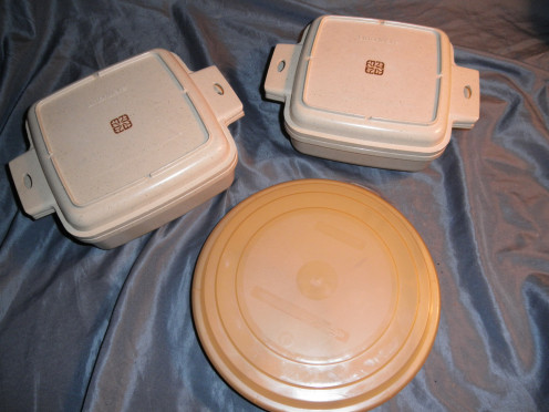 Set of vintage littonware microwave cookware