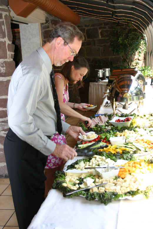 Guests choosing hors D'oeuvres during the cocktail hour.