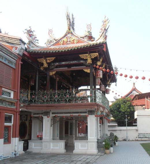 There are many clan temples in Georgetown. The Cheah Kongsi Temple on Armenian Street is my favorite.