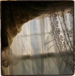 Victorian lace curtains (Creative Commons).