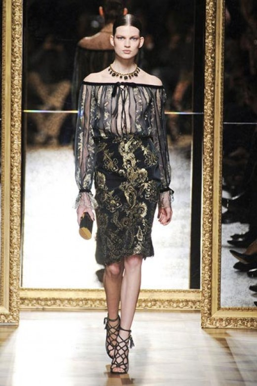 A combination like this one featured on the Salvatore Ferragamo runway is a lovely example of Bohemian that is flattering for hourglasses, curvy gals, and inverted triangles.