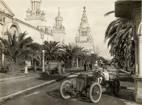 Eddie Rickenbacker in his Maxwell on the Avenue of Palms, during either the 1915 American Grand Prize and Vanderbilt Cup in San Francisco.