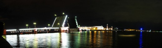 The Palace Bridge (Dvortsoviy Most) across the Neva. Photo by thisisbossi.
