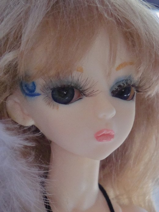 My Hujoo Dana with faceup. Mr. Super Clear spray was used to seal the artwork. I commonly use Mr. Super Clear.