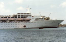 Tender leaving the Sun Princess in Grenada harbor in 1980. Note, the tenders/life boats are not covered. Also, no balconies on the cruise ship.