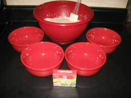 The four smaller bowls used to divide the four different colors.