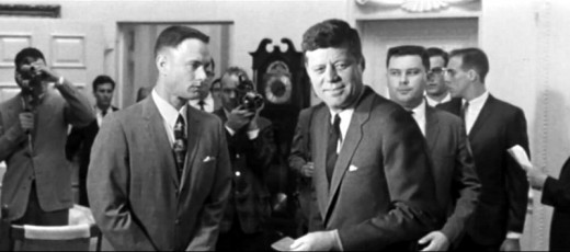 Tom Hanks meets JFK in Forrest Gump (1994)