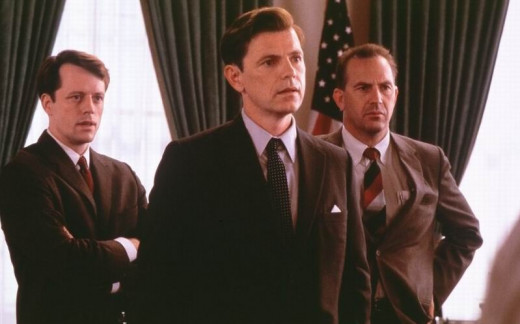 Steven Culp, Bruce Greenwood and Kevin Costner in Thirteen Days (2000)