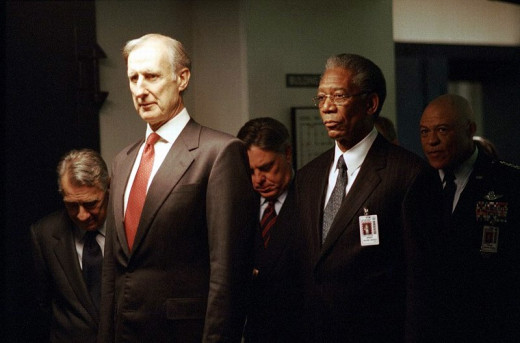 James Cromwell and Morgan Freeman in The Sum of All Fears (2002)