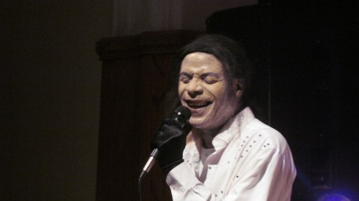 This extremely talented comedian imitates Michael Jackson.