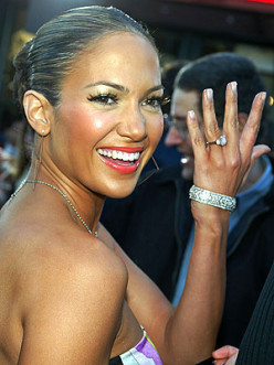 Jennifer Lopez showing off the 6-carat pink diamond engagement ring from Ben Affleck