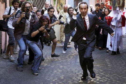 Benigni Fleeing the Papparazi