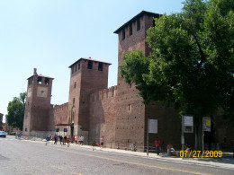 The walls of Castelvecchio