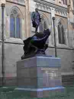 Flinders statue in Sydney