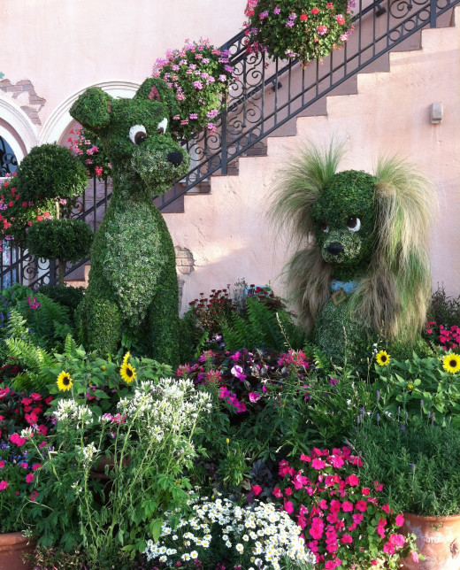 Lady and the Tramp topiaries in Italy