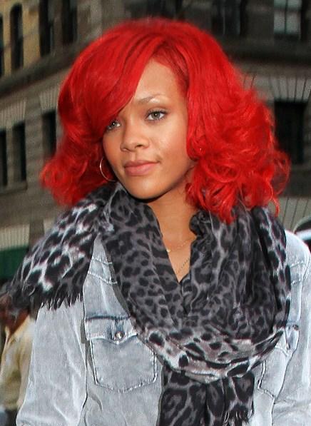 Rihanna with Mariyn Monroe-Style Wig
