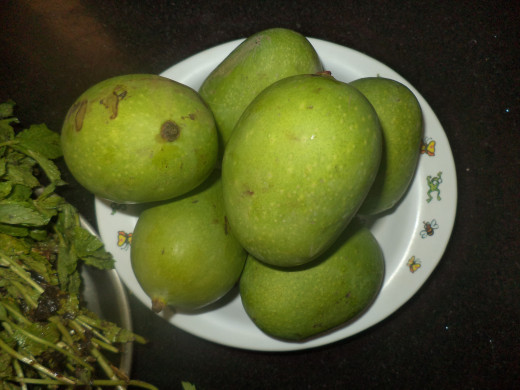 Raw Green Hard Mangoes