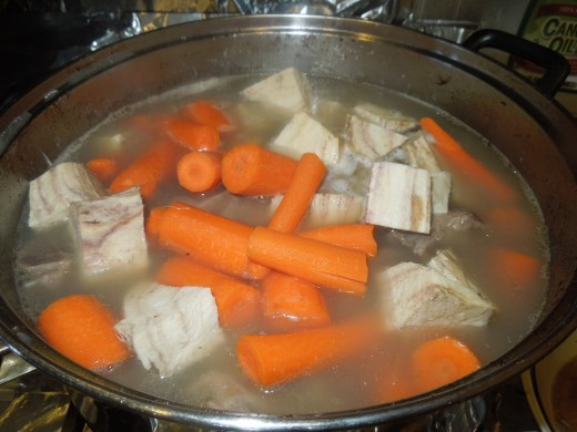 Arrowroot and Pork Leg Bone Soup