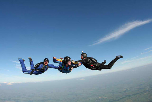 Skydiving (image with Attribution License)