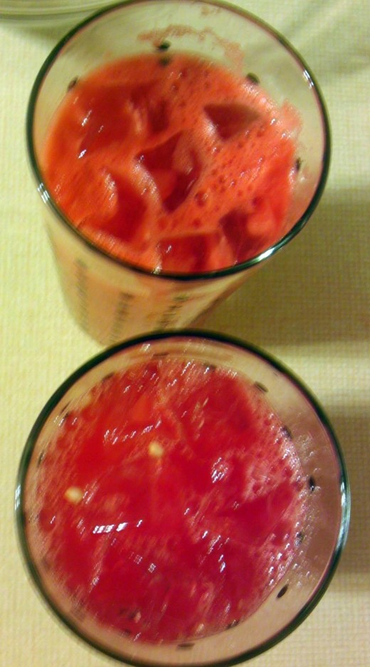 Frothy juice on the top and strained juice underneath. They both taste great, but the two ways provide different visuals.