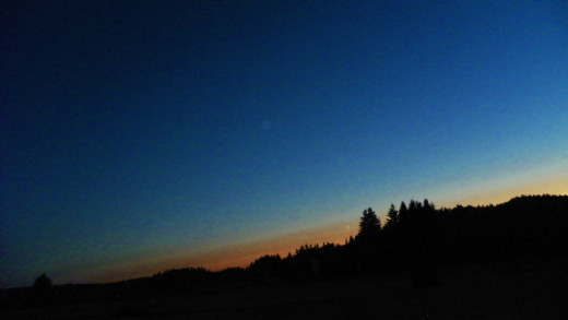The Western Oregon sky fades to night.