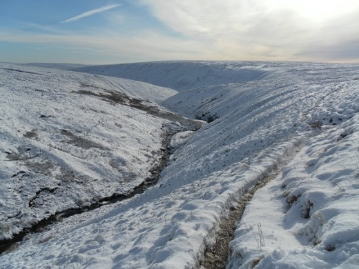 Pendle, stream in snow (P10)
