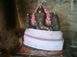 IDOL  OF LORD SRI GANAPATHI - DESTROYER OF ALL OBSTACLES. ( VIGNA  HARTA )