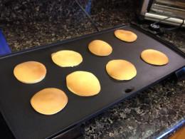 Uniform, round pancakes are important for making filled dorayaki.