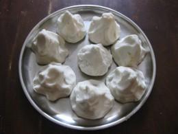 Fold the edges of the dough cakes and create turnip-like dumplings.