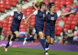 US team celebrates first win over France in the Olympics