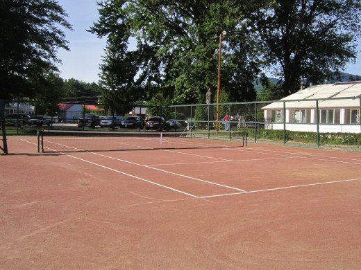 Clay Tennis Courts at the Eastern Slope Inn Resort.