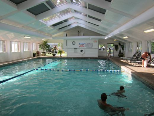 Take a dip in the child friendly Indoor Swimming Pool at the Eastern Slope Inn Resort. Not a big swimmer? Relax in the nearby Jacuzzi!