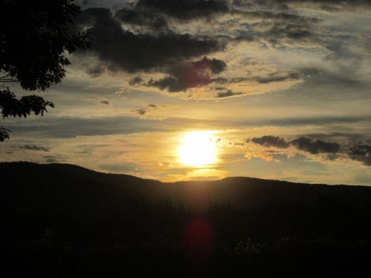 Beautiful Sunsets over the White Mountains in North Conway, NH await you! This is a great spot for the perfect Honeymoon!