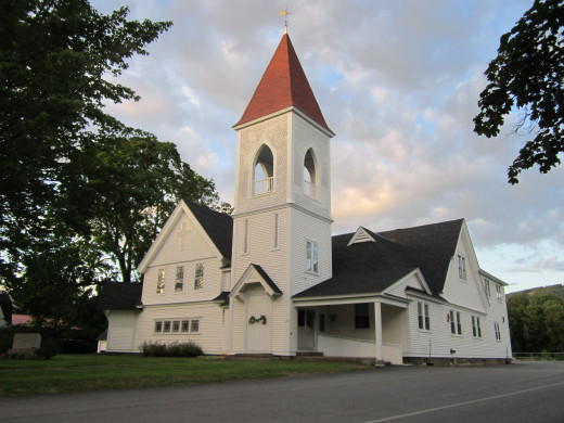 Beautiful Historic Churches are spread out along the North Conway Village. No matter what your worship or denomination you will find a comfortable church in te valley.