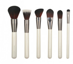 Washing Makeup Brushes to Prevent Breakouts