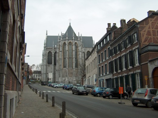 'Rue Mont Saint-Martin' and its Basilica